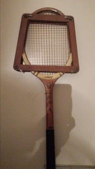 Raqueta de tenis antigua