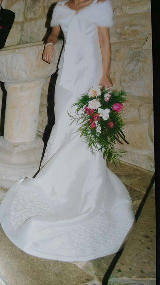 Vestido de novia con zapatos