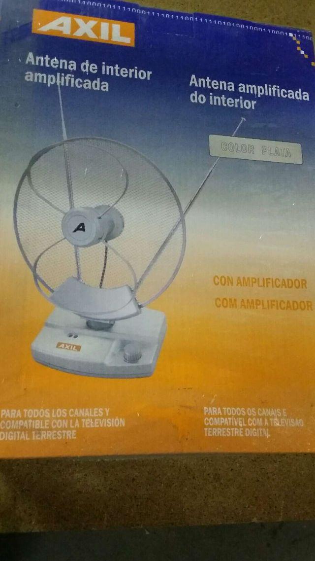 Antena interior con amplificador