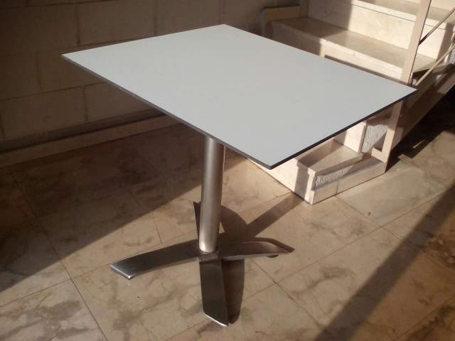 Base mesa con el cabezal abatible + tablero de compacto Color blanco canto viselado