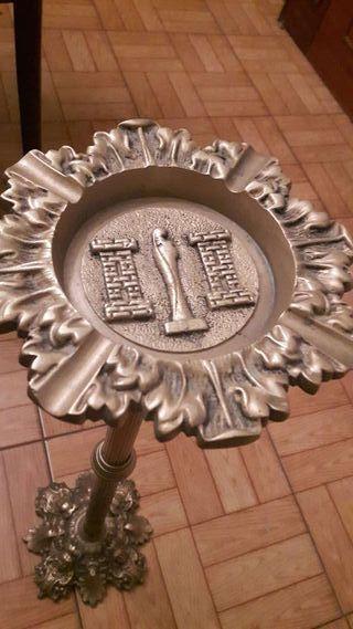 Cenicero de pie de bronce
