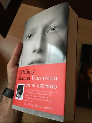 """Libro """"Una Reina En El Estrado"""""""