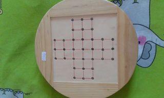 Juego del Solitario en caja de madera