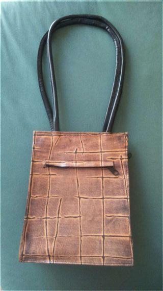 Bolso marrón tipo cartera