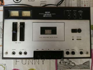 Radio Akai CS-34D.