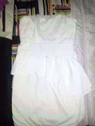 Precioso vestido volantes cintura asimetrico