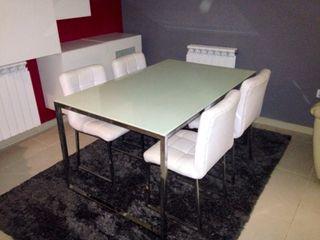 Preciosa mesa diseño cromada con cristal templado