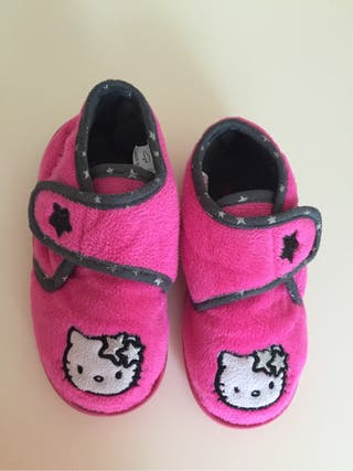 T. 26 Zapatillas Hello Kitty
