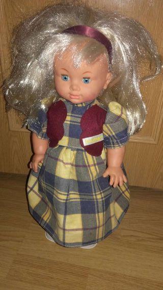 Muñeca canta y camina.buen regalo.