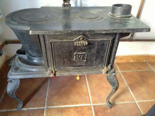 Cocina y estufa antigua de hierro fundido.