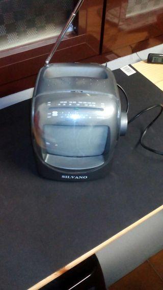 Televisor portátil vintage con radio