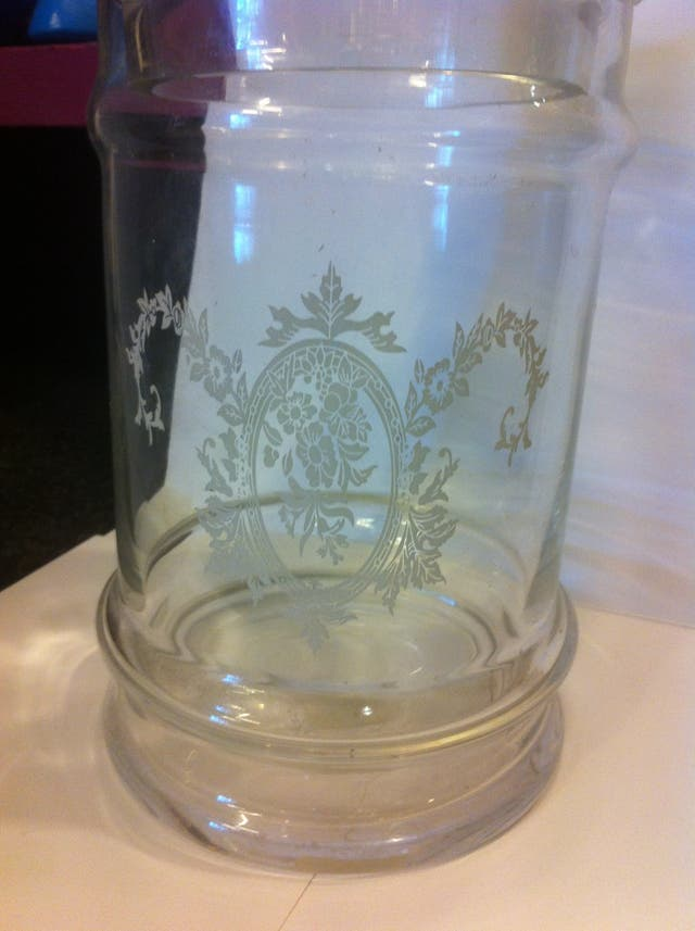 Bombonera De Cristal finamente decorada