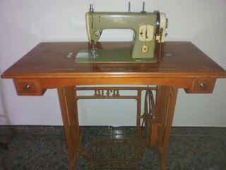 "Maquina antigua, de coser :ALFA "" ROYALE ""."