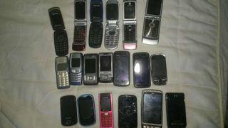 Lote de teléfonos y cargadores