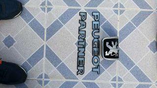 Logotipo de peugeot partner