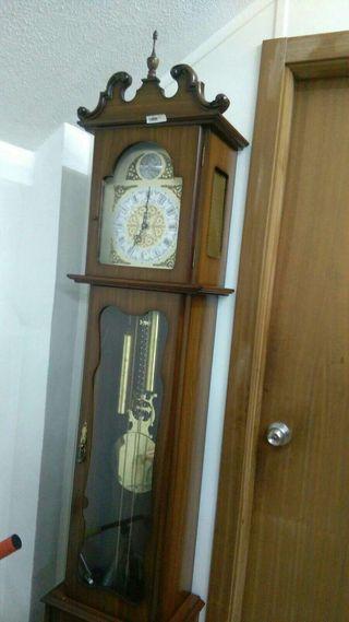 Reloj hermoso