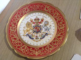 antiguo Plato Conmemorativo Reina Inglaterra.