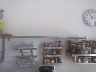 estanteria acero inoxidable de restaurante