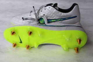Botas Nike Tiempo de Iñigo Martínez