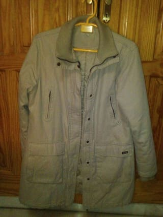 Chaqueta mujer color beige.