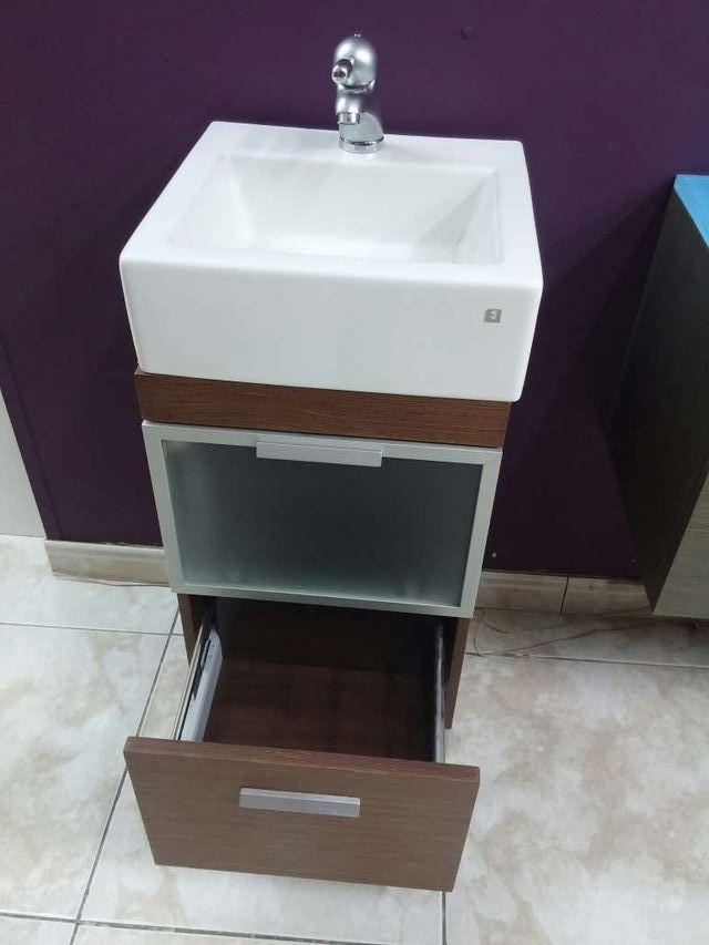 Mueble lavabo de segunda mano por 200 en barcelona for Muebles de lavabo segunda mano