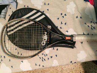 Raqueta de tenis marca Adidas