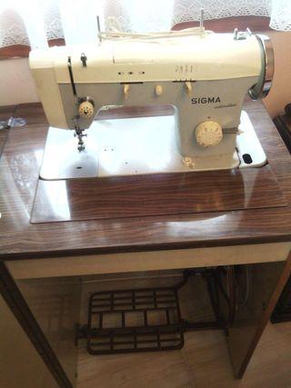 Máquina coser-bordar.
