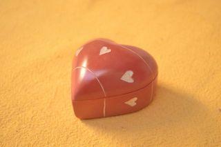 Caja roja con forma de corazón