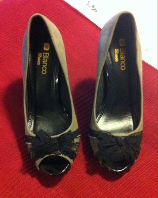Zapatos Grises Con Blonda Negra