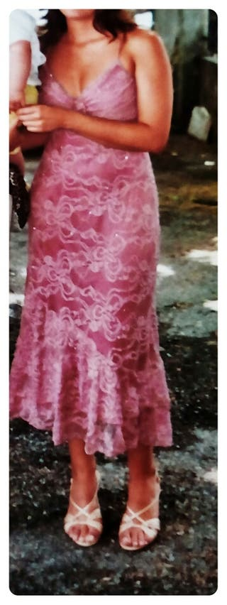 Vestido fiesta rosa con encaje y pedrería