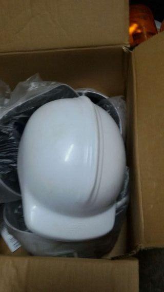 Se venden 7 cascos de obra omologados nuevos sin e