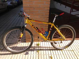 Bicicleta de montaña TREK.