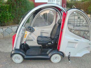 Scooter eléctrico totalmente cubierto