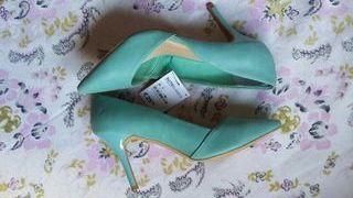 Zapatos tacón verde agua de SuitBlanco (nuevos)