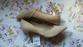Zapatos tacón beige de SuitBlanco (nuevos)