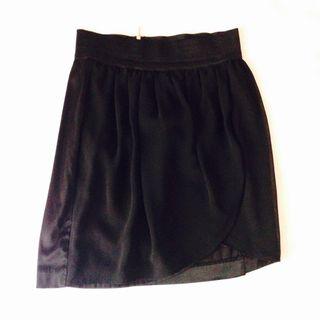 Falda negra amisu