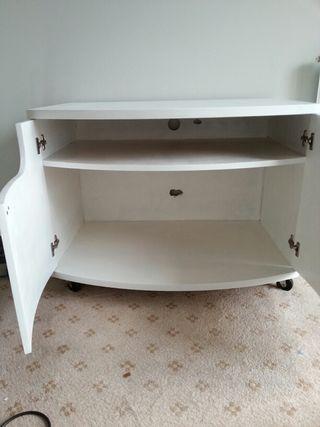 Mesa de television de madera de cerezo pintada en blanco