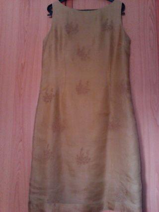 Vestido 100% seda, talla 44, con foulard. De Cortefiel