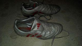 Botas de fútbol con tacos.marca Adidas