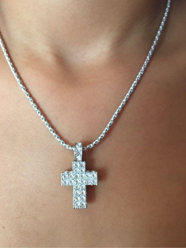 21e77ea018b Colgante cruz de Swarovski de segunda mano por 30 € en Ferrol en ...