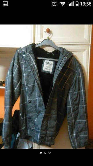 Chaqueta impermeable pull and bear