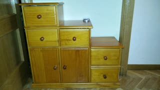 Mueble escalera de madera de pino