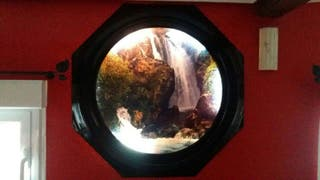 Cuadro de una cascada con luz interior