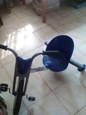 Triciclo razor giro 360°