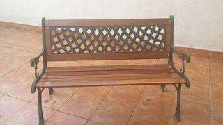 Vendo Banco madera y hierro forjado medida metro de largo 130 y de ancho 60 cm