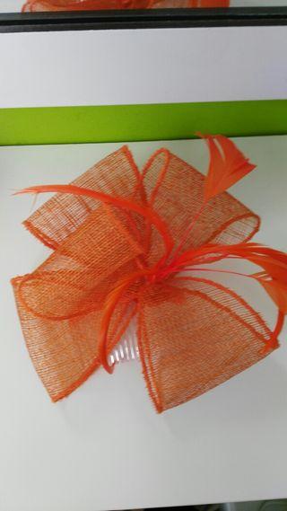 Tocado naranja y otro rojo tengo + colores