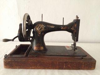 Máquina de coser antigua marca Singer