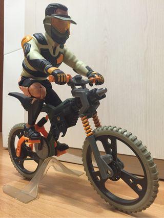 Action Man ciclista de montaña