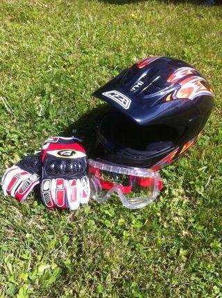 Casco moto con accesorios