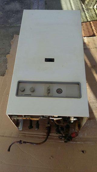 Caldera de calefaccion , calentador y agua sanitaria a gas